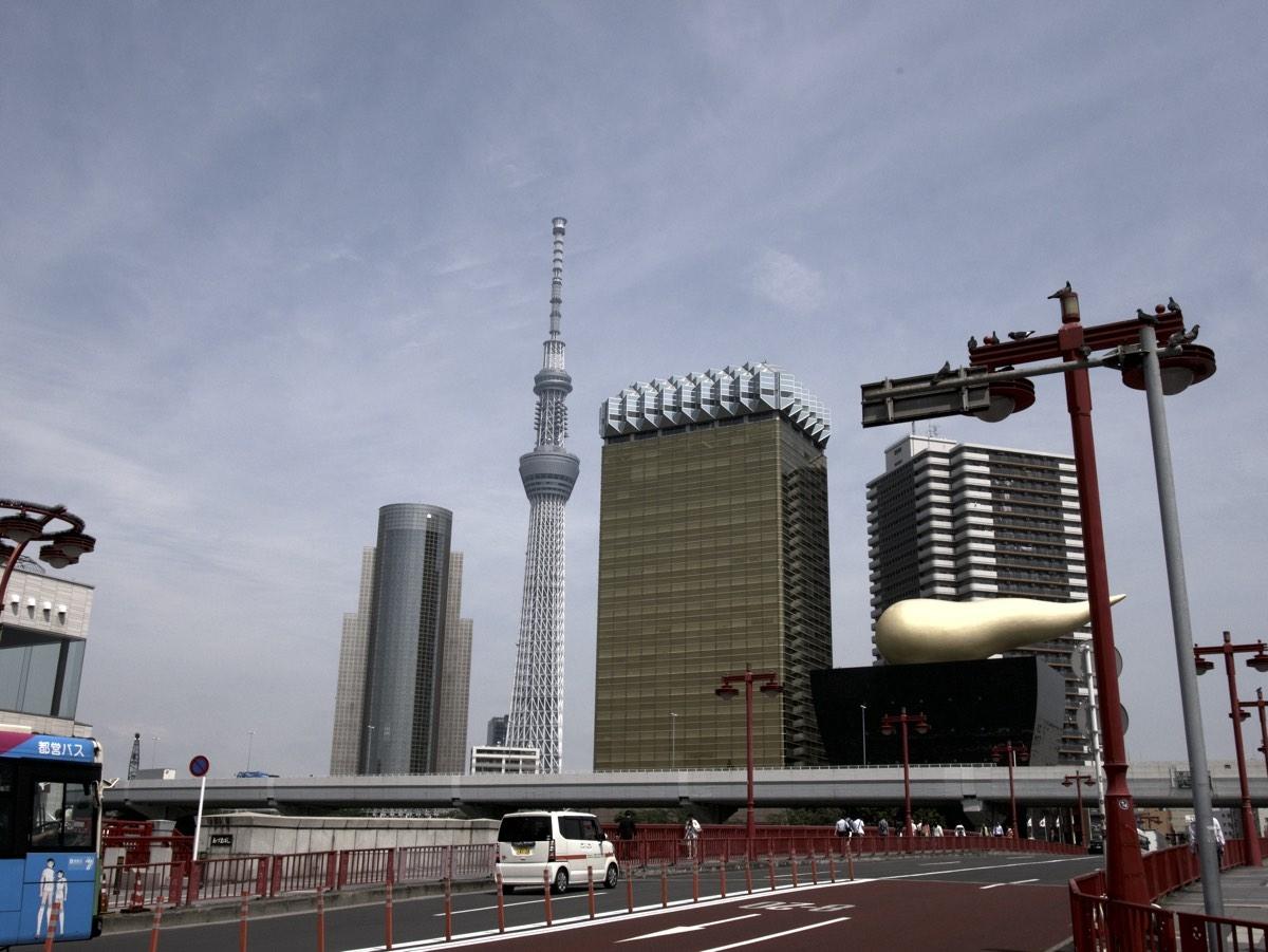 Pilvenpiirtäjiä Asakusasassa ja Skytree taustalla.