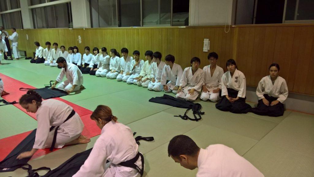 Meijin oppilaat rivissä