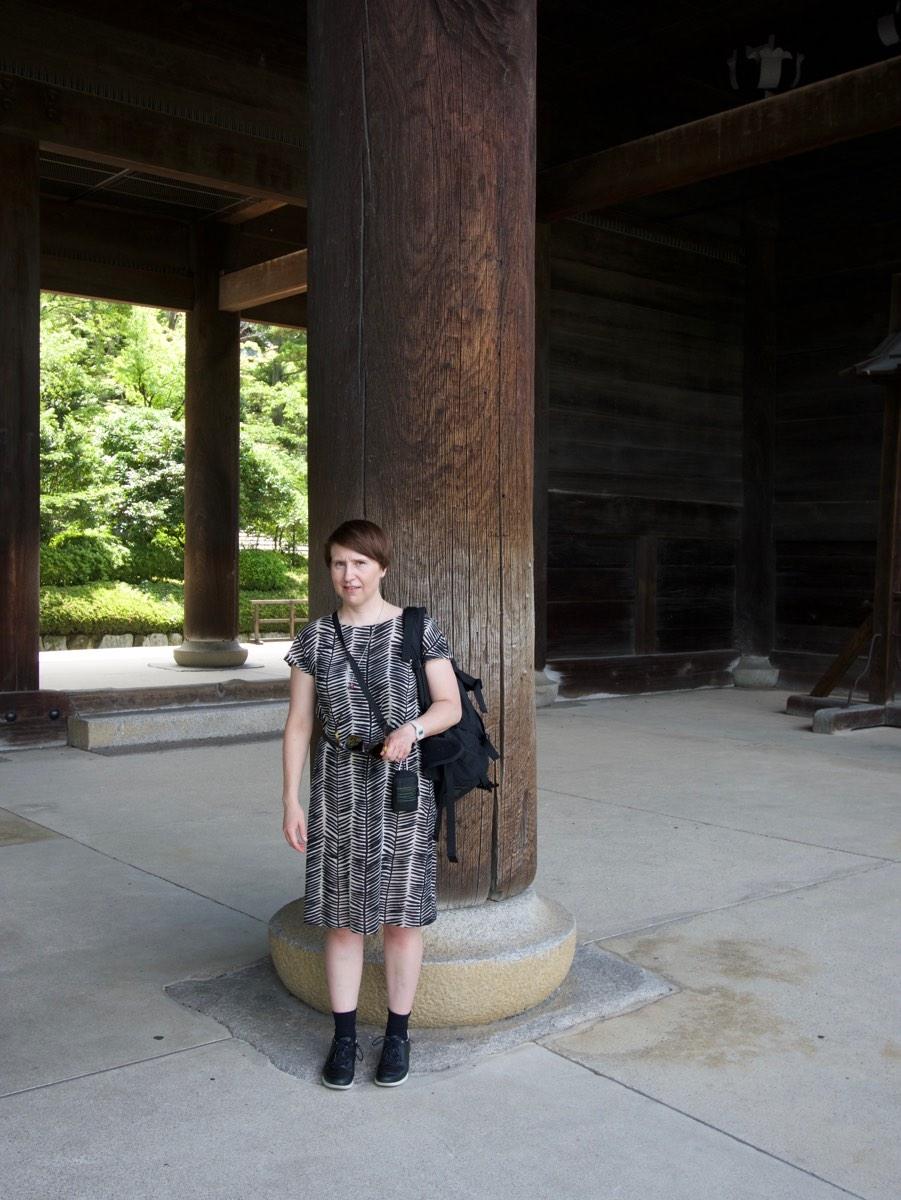 Arja ja temppelin portin pylväs.