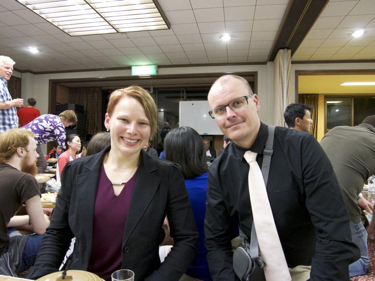Toni ja Anu iltajuhlissa.